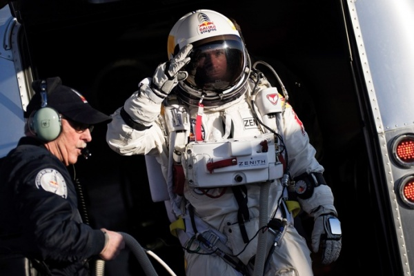Музыка и видеоролик из рекламы Red Bull Stratos Freefall - How It was