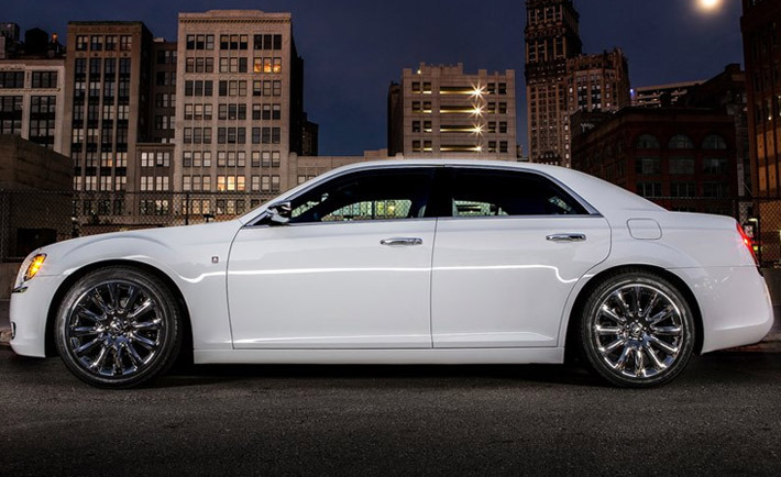 Музыка и видеоролик из рекламы Chrysler 300C - Who We Are