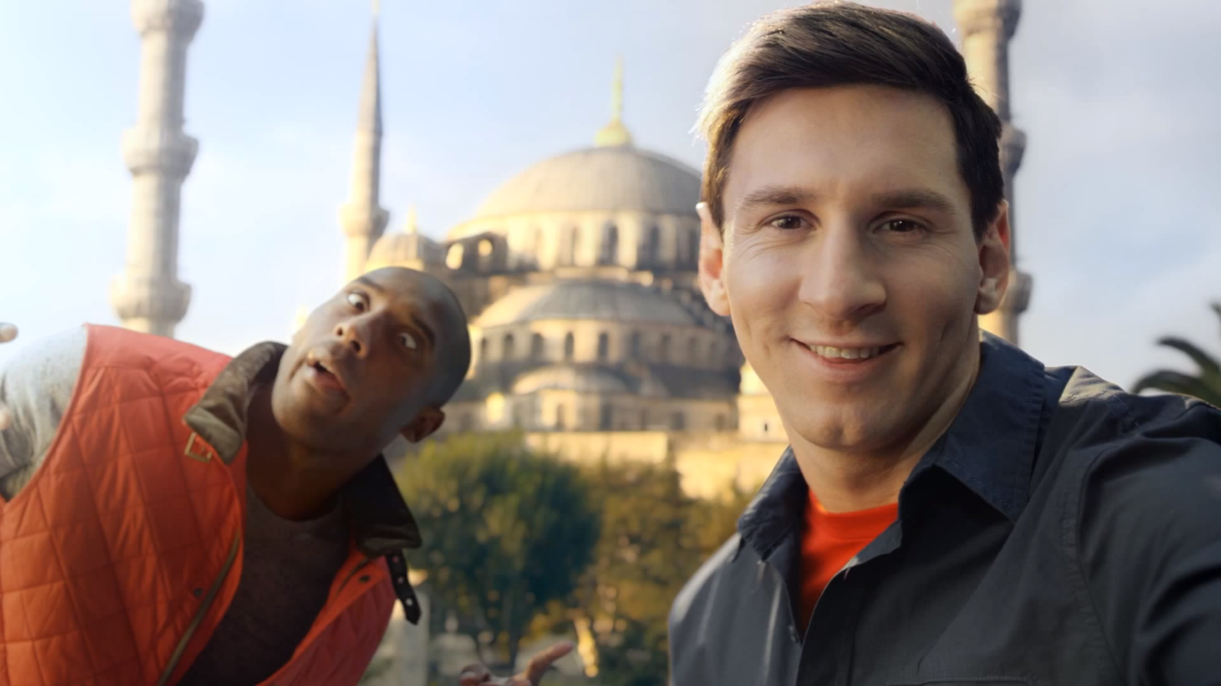 Музыка и видеоролик из рекламы Turkish Airlines - Kobe vs. Messi - The Selfie Shootout