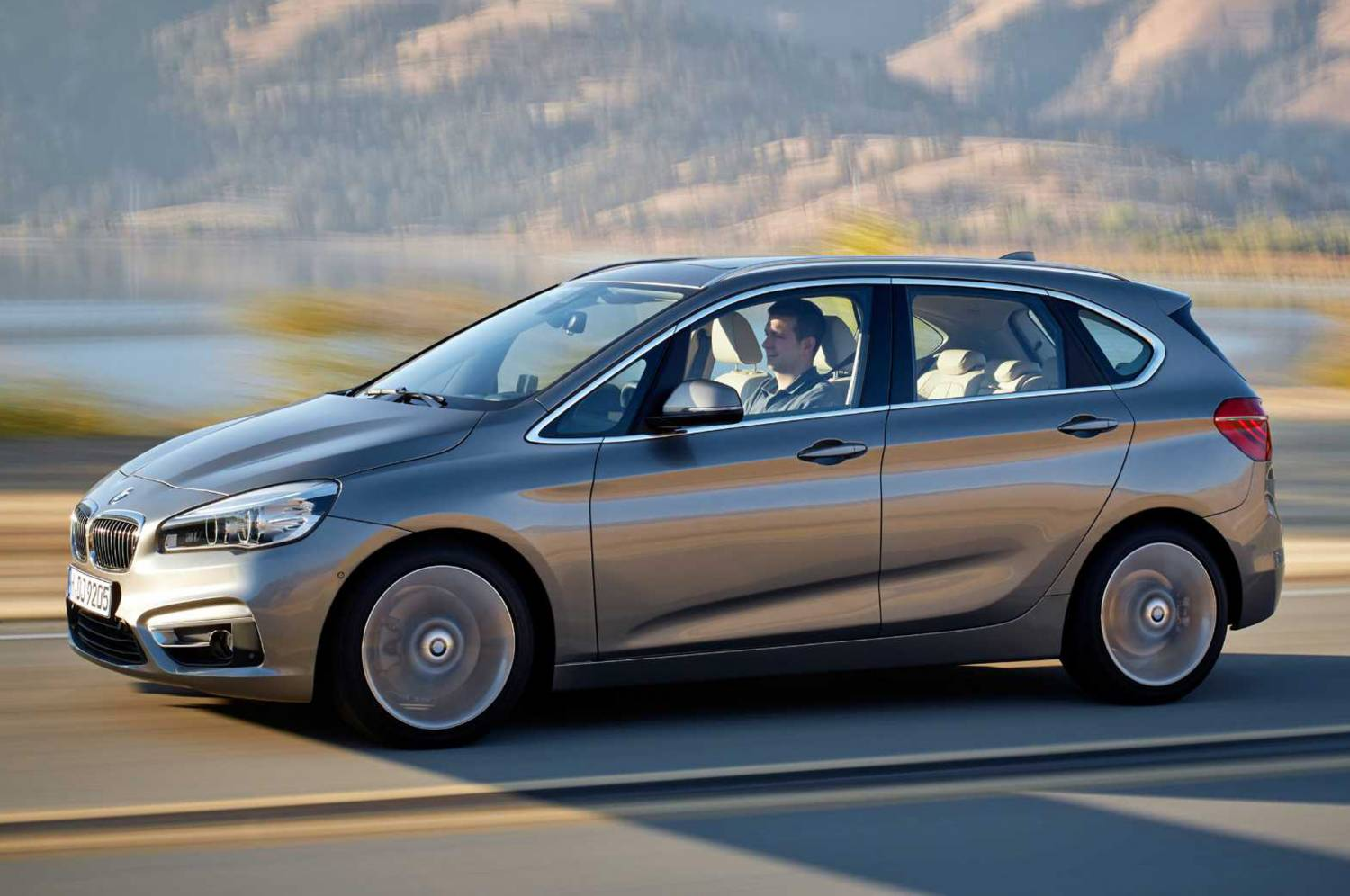Музыка и видеоролик из рекламы BMW 2 - Active Tourer