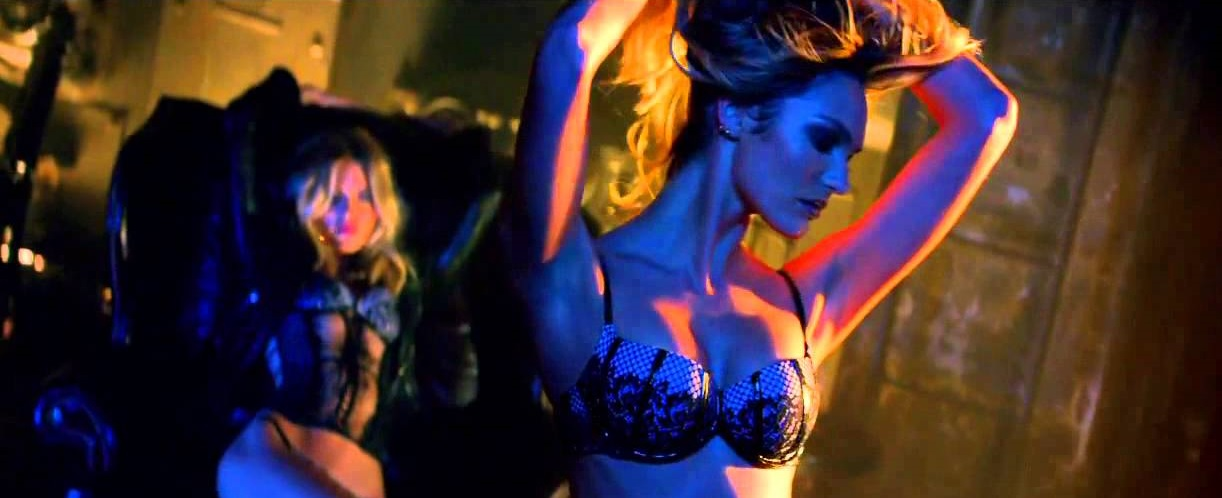 Музыка и видеоролик из рекламы Victoria's Secret - Very Sexy Scandalous