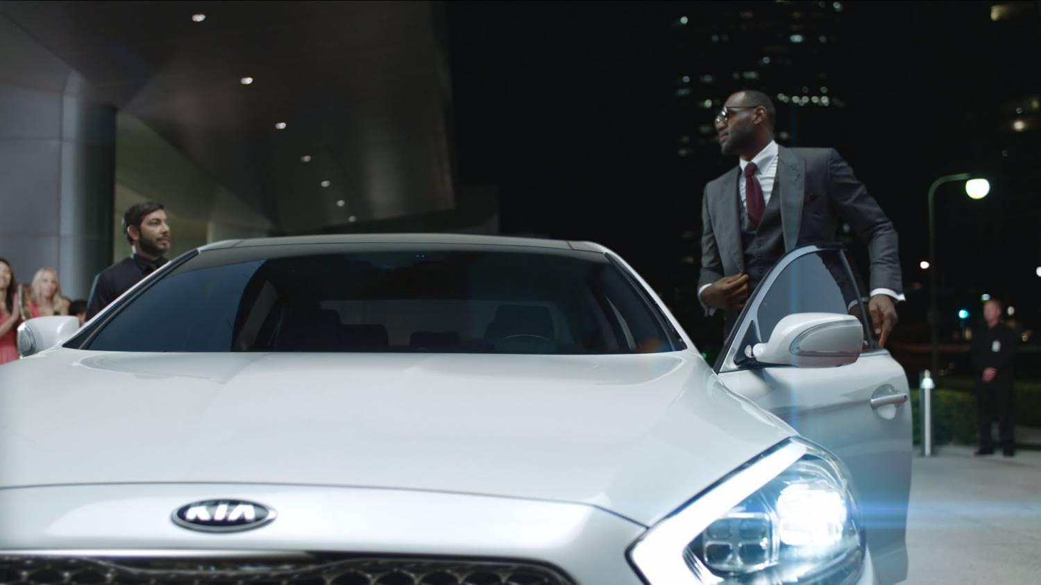 Музыка и видеоролик из рекламы Kia K900 - Valet (LeBron James)