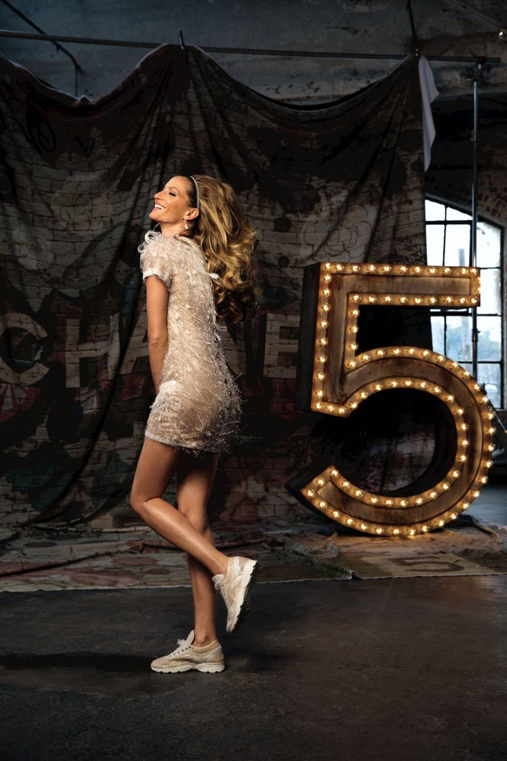 Музыка и видеоролик из рекламы CHANEL N°5 - The One That I Want (Gisele Bundchen)
