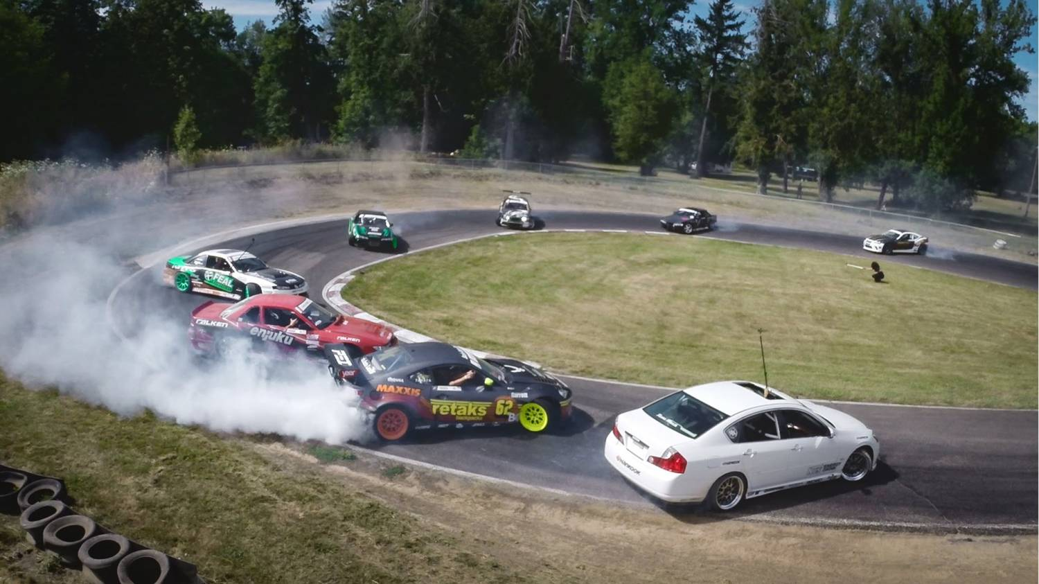 Музыка и видеоролик из рекламы GoPro - Twelve Car Tandem Drift