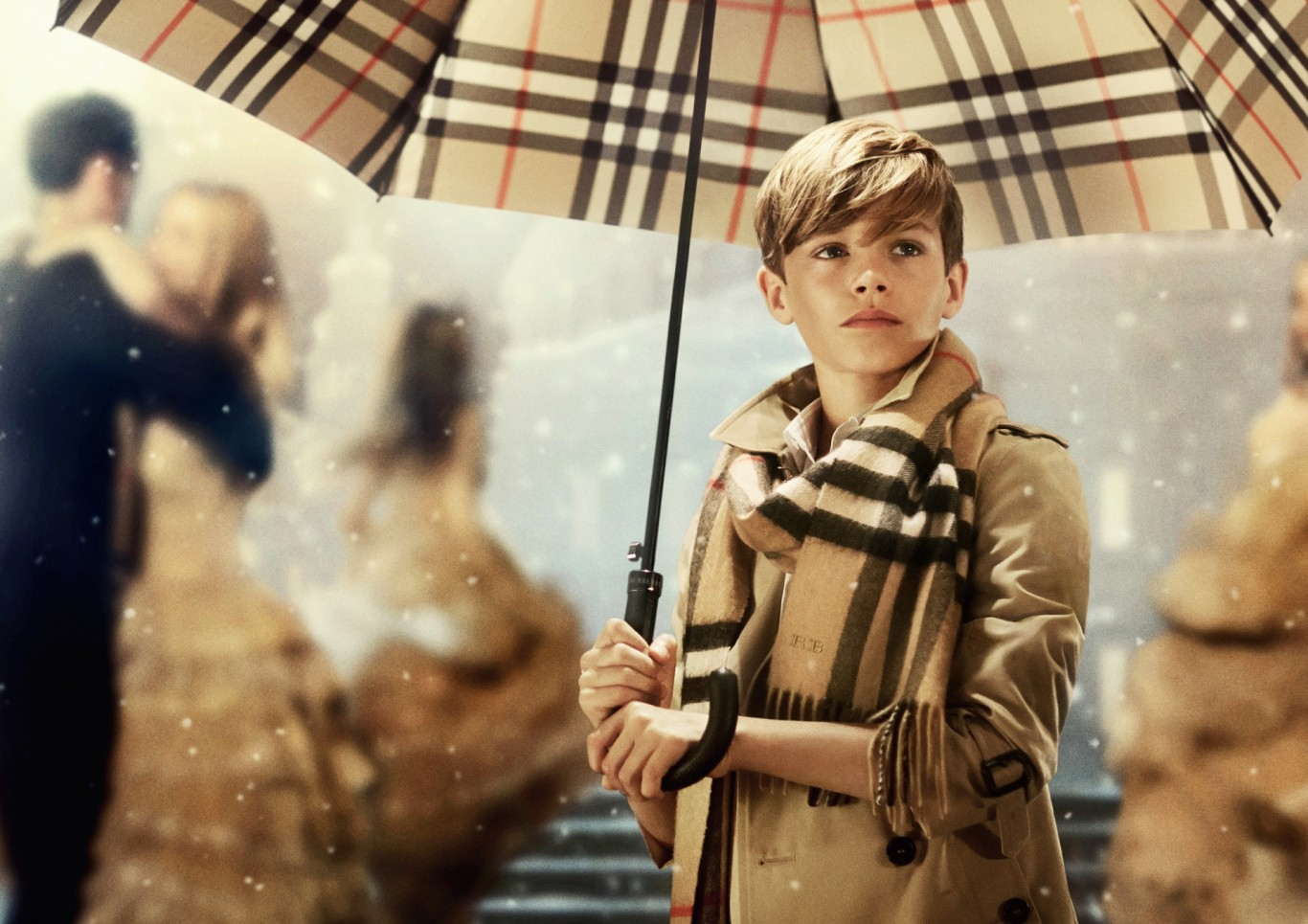 Музыка и видеоролик из рекламы Burberry - From London with Love (Romeo Beckham)