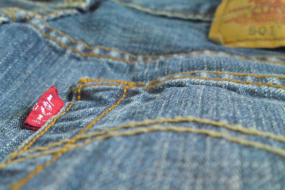Музыка и видеоролик из рекламы Levi's - Live in Levi's (Holiday 2014)