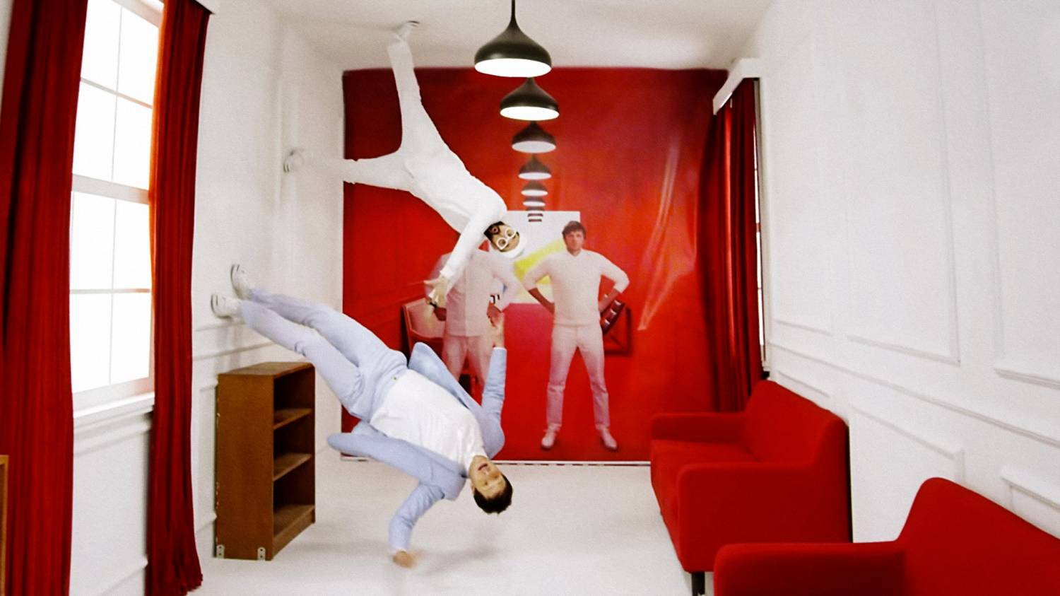 Музыка и видеоролик из рекламы Red Star Macalline - OK Go