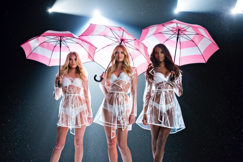 Музыка и видео из рекламы Victoria's Secret - Angels & Umbrellas